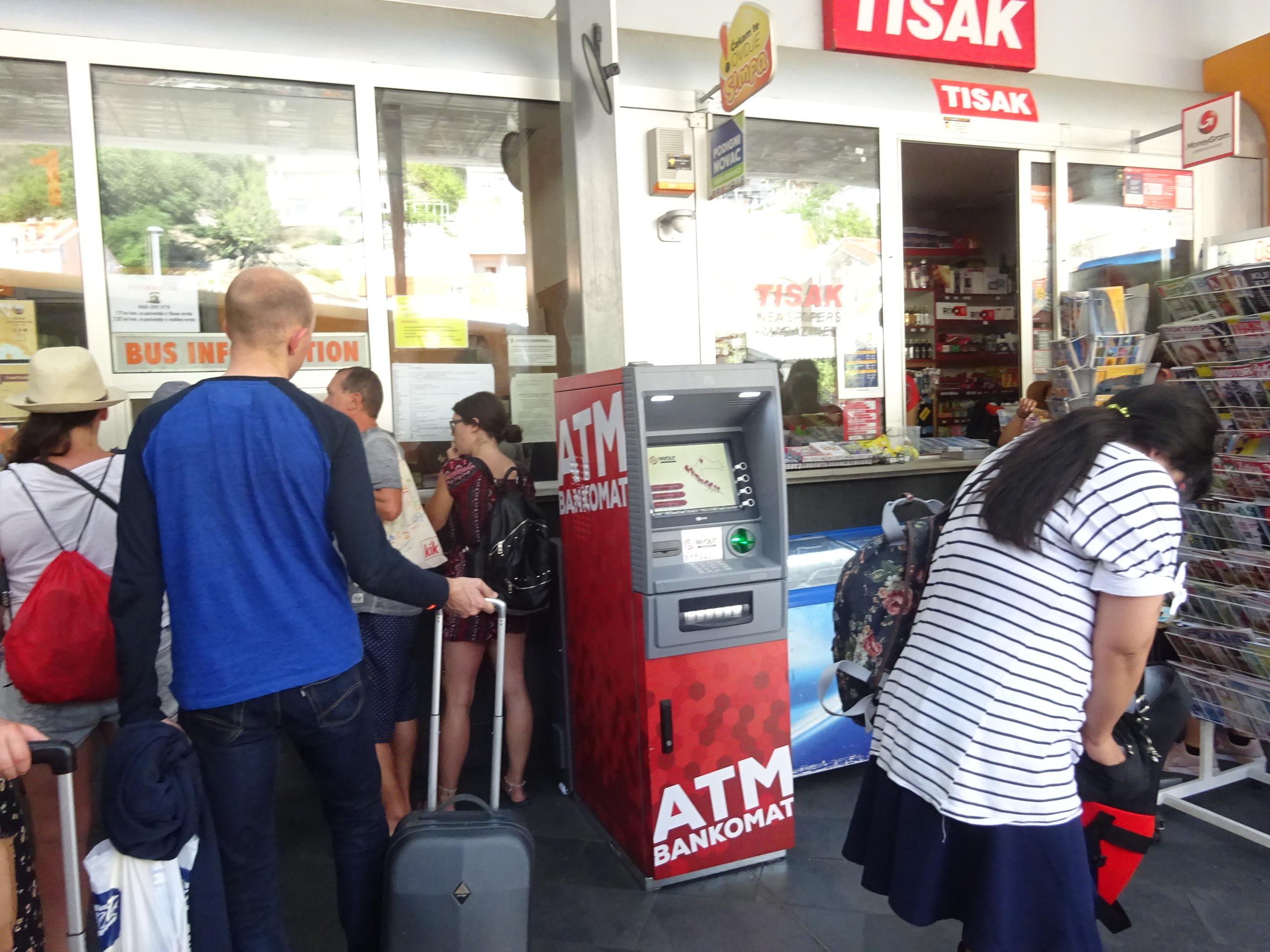 ドブロブニク「メインバスステーション」の海外ATMでクーナゲット!
