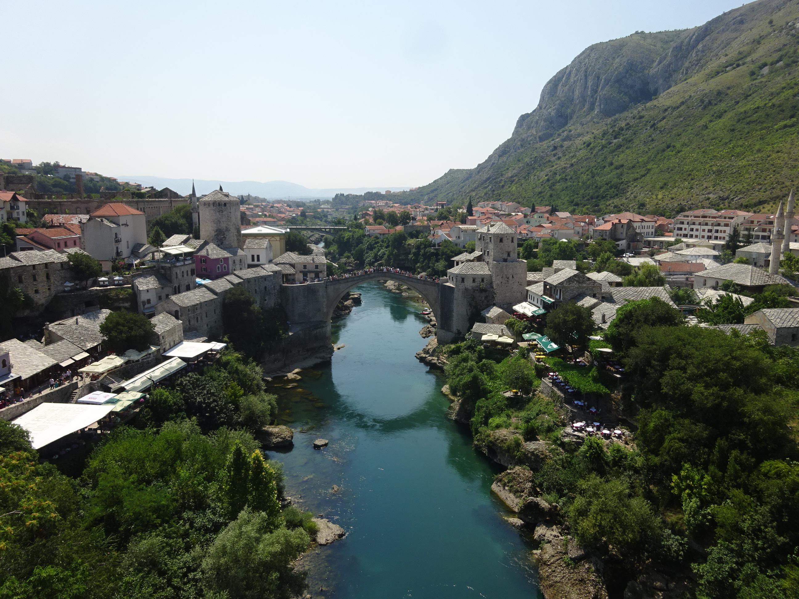 美しいモスタルのシンボル「古い橋(スタリ・モスト)」