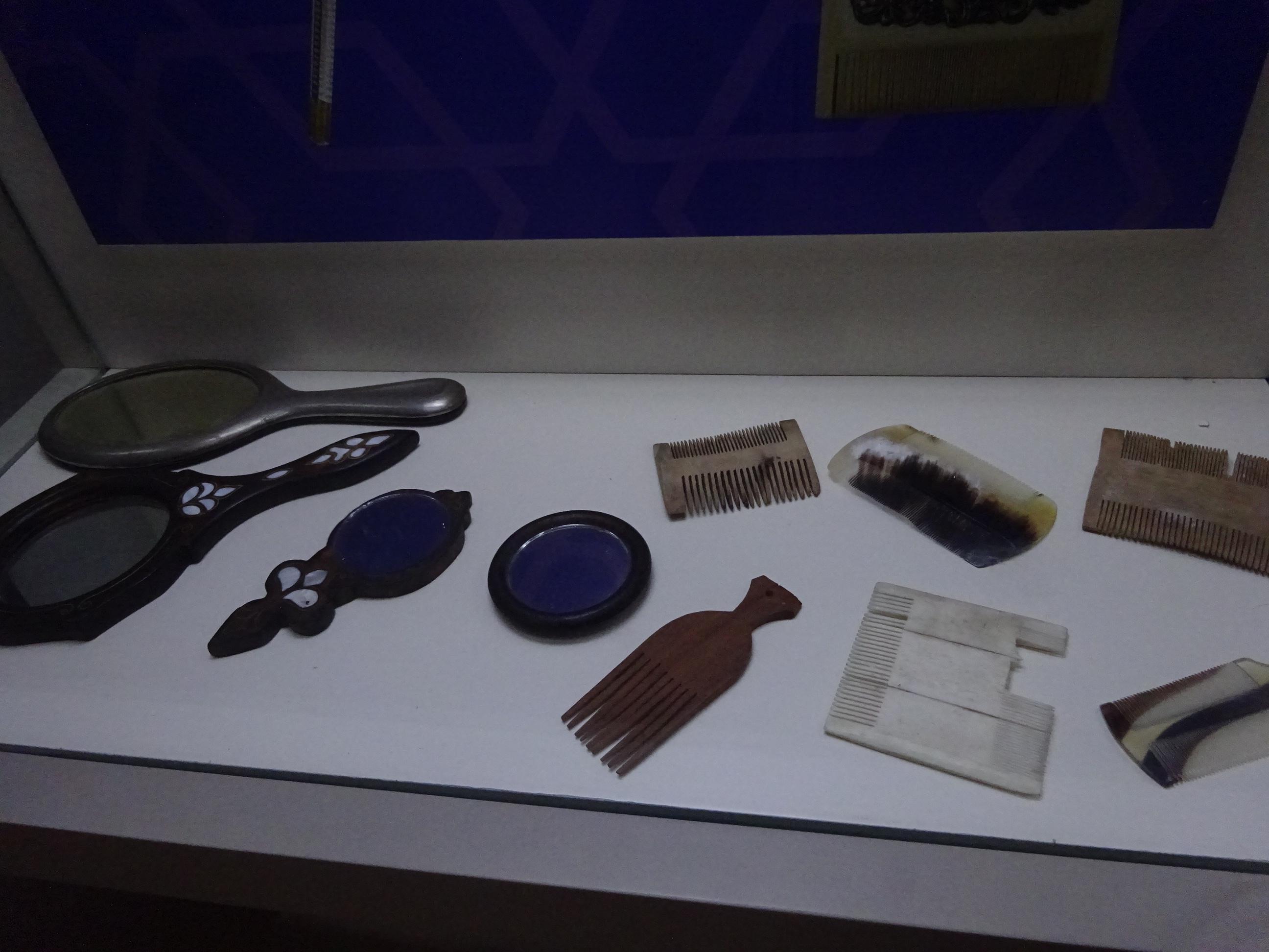 モスタル「ハマムミュージアム」櫛の展示品