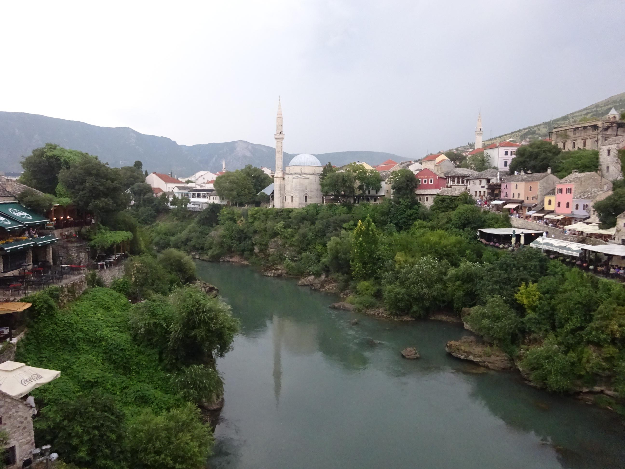 美しいモスタルの街並み