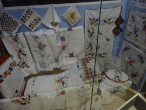 モスタルの博物館「BosnaSeum」刺繍の展示品