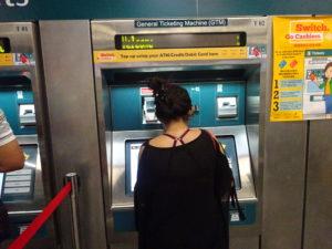 シンガポールの地下鉄のチケットを売る券売機
