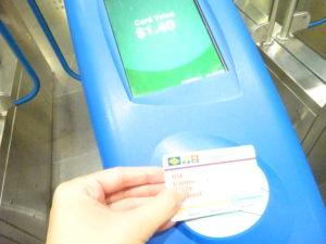 シンガポールの地下鉄の「スタンダードチケット」でタッチアンドゴー