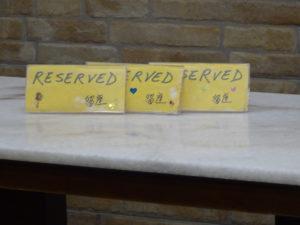 シンガポールの名物スイーツ店「味香園甜品(Mei Heong Yuen Dessert)」の予約席にある札