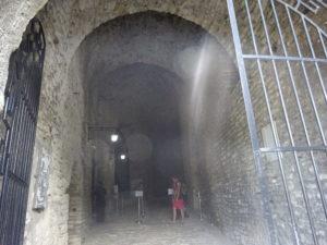 ジロカストラ城の入り口の様子