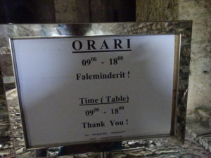 アルバニア・ジロカストラ城の入場可能な時間帯(営業時間)