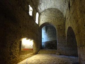 ジロカストラ城の中の様子