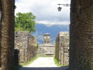 アルバニアの観光【ジロカストラ城の時計塔】