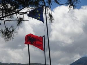 アルバニアの国旗は秘密結社みたいでカッコイイ☆