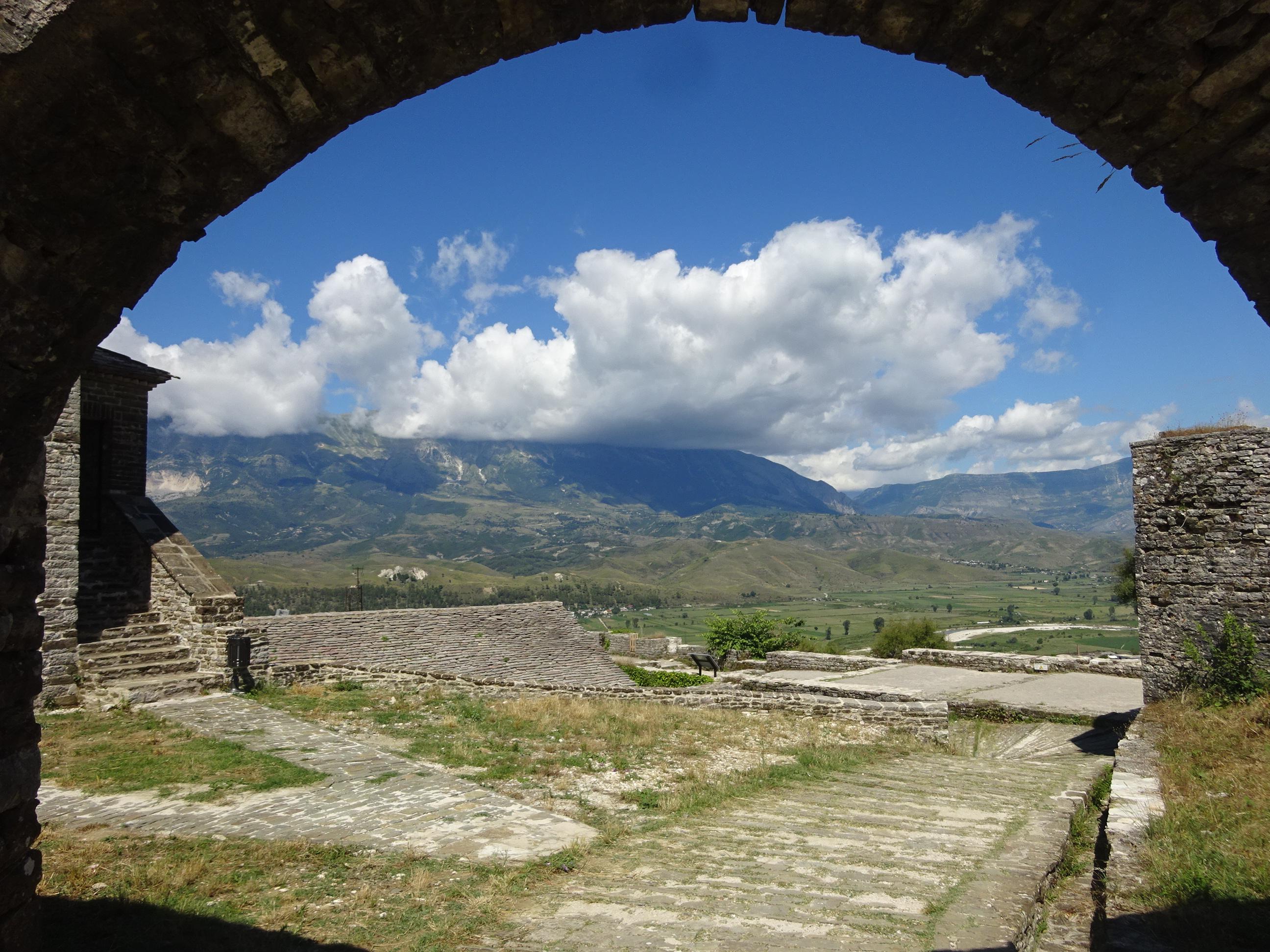 とにかくキレイなアルバニアの観光【ジロカストラ城の景色】