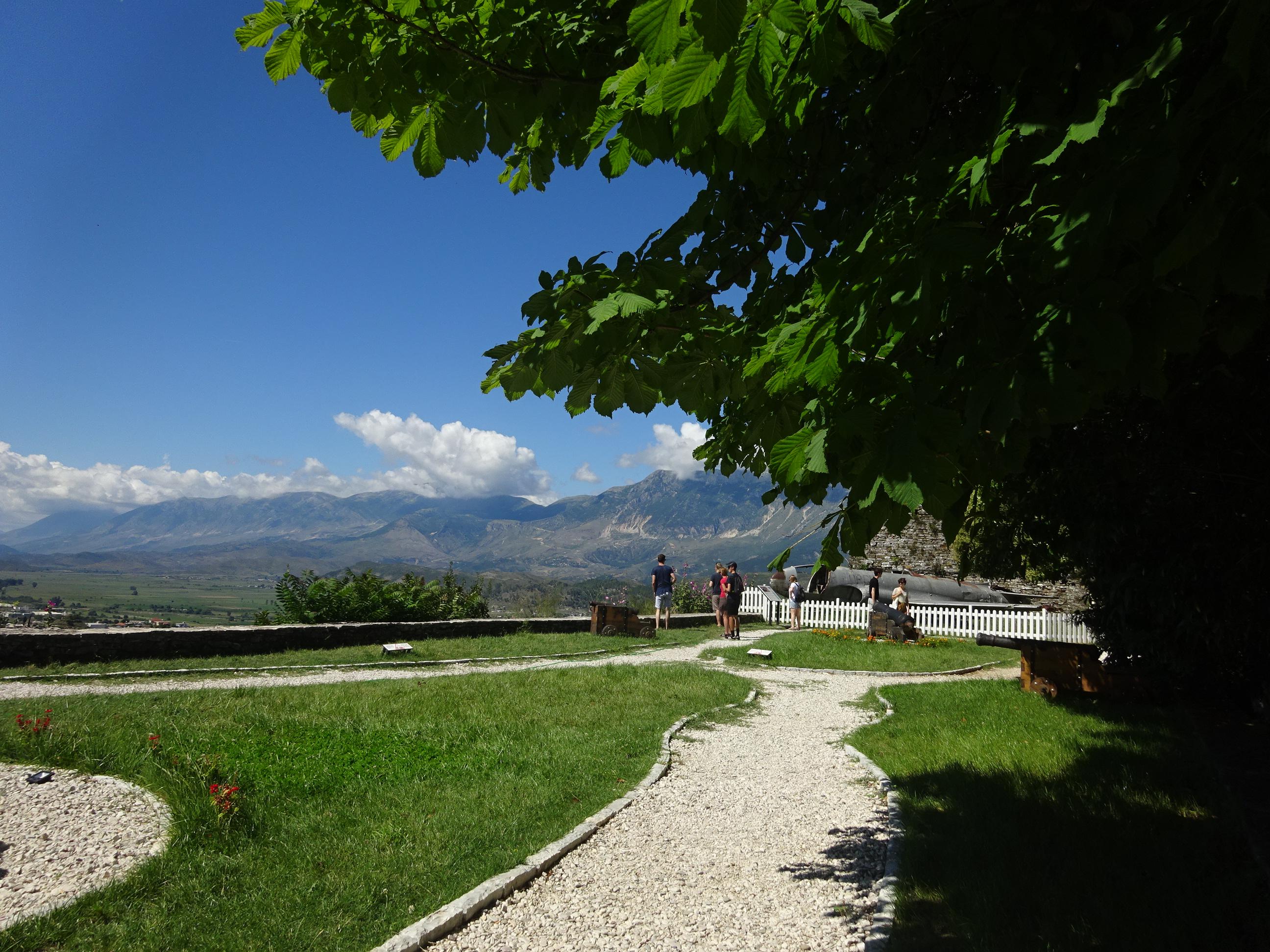 アルバニアの観光ではハズせないジロカストラ城の景色