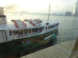 スターフェリー(天星小輪・Star Ferry)乗り場、いよいよフェリー到着