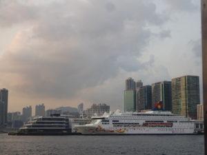 スターフェリー(天星小輪・Star Ferry)から見えたクルージング船