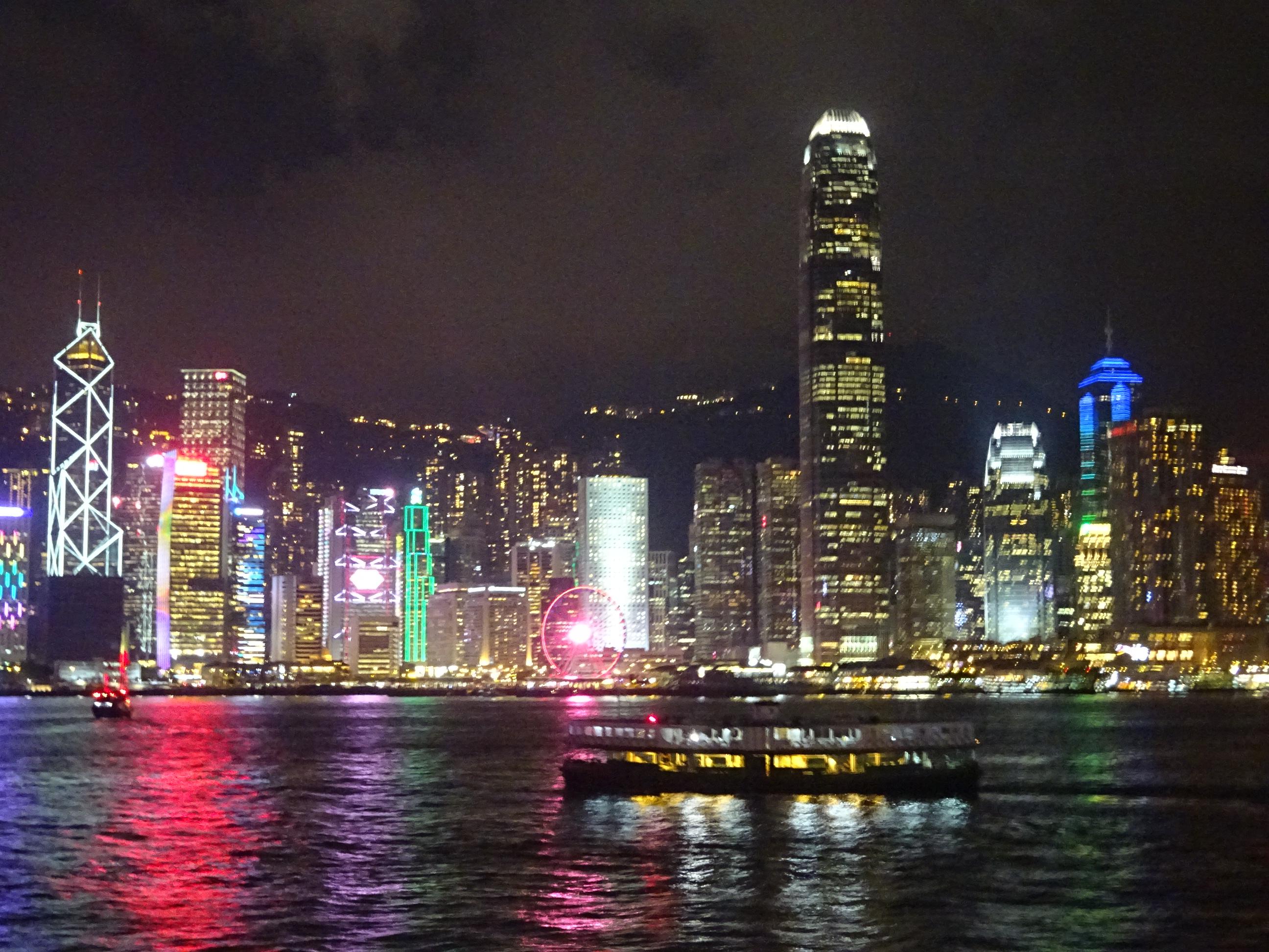香港観光ビクトリアハーバーの夜景は圧巻