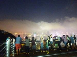 幻想的な雰囲気のビクトリアピークからの香港の夜景