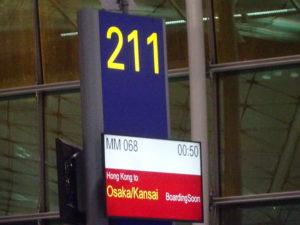 香港国際空港のピーチ飛行機の搭乗ゲート