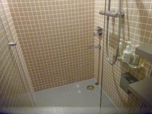 難波のカプセルホテルのシャワールーム